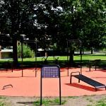 Udendørs træningsredskaber i Aarhus orange helstøbt gummibelægning