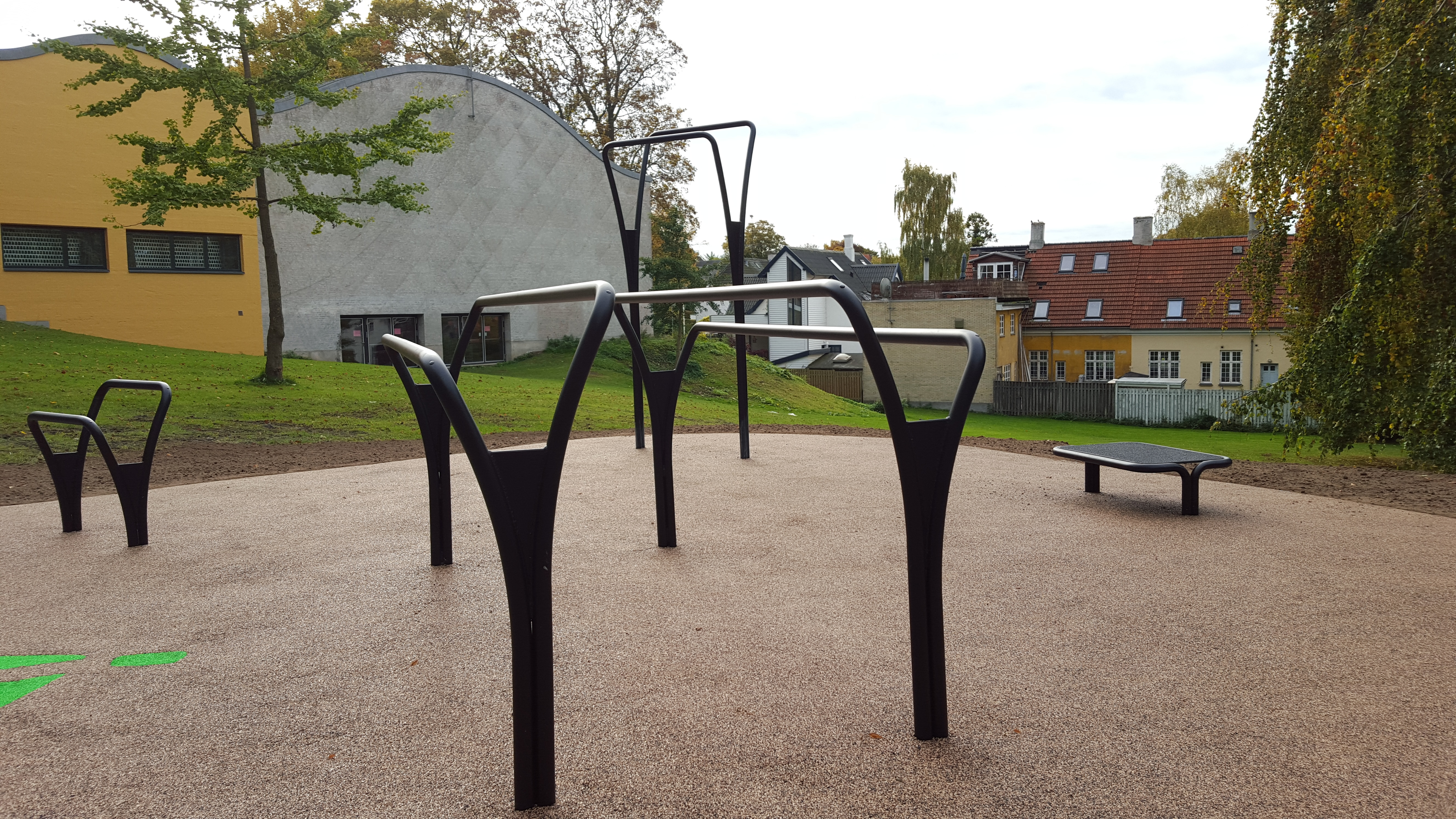 udendørs motionsredskaber parallel bar Roskilde Gymnasium