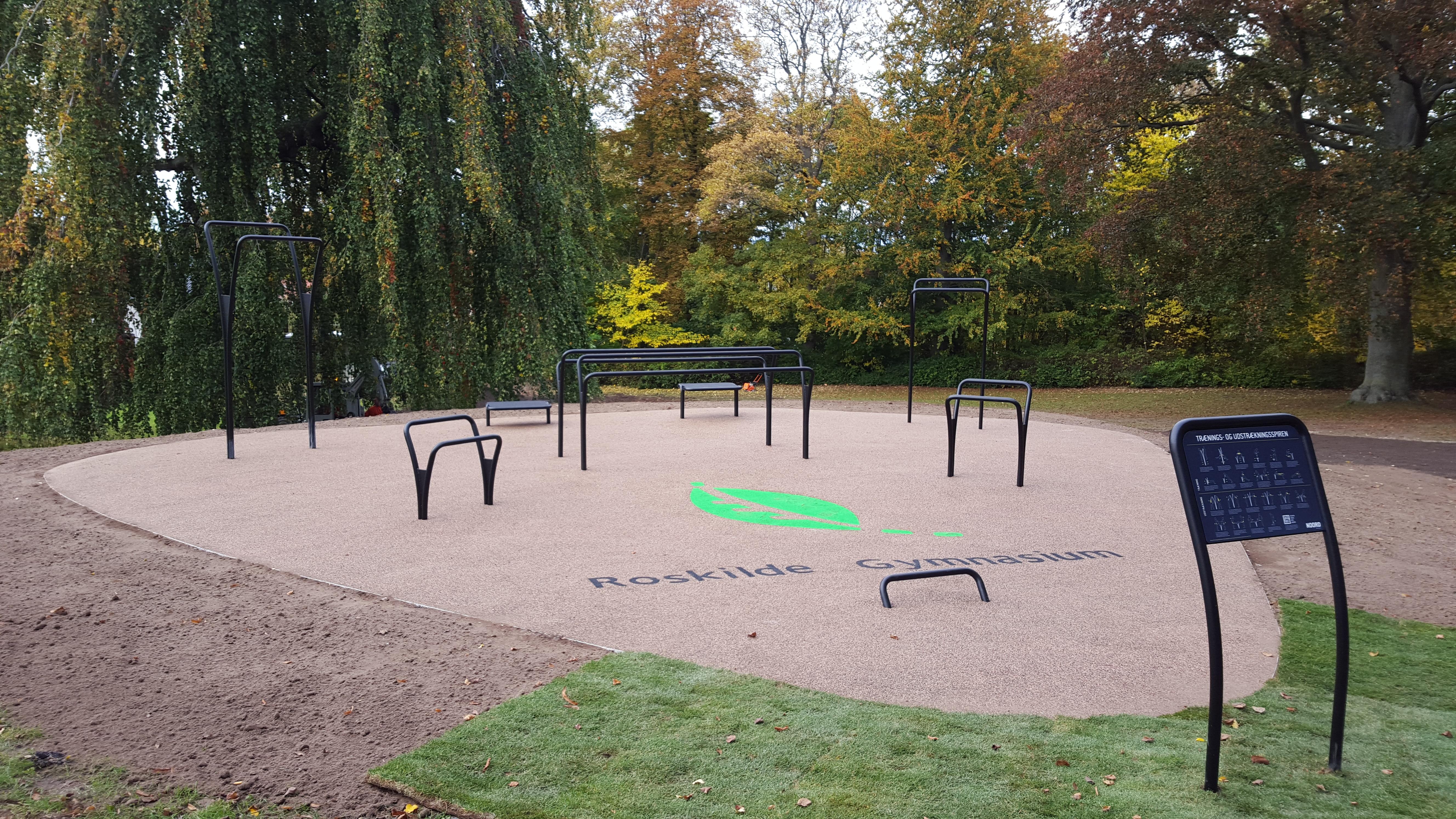 Roskilde gymnasium har fået en fitness park til udendørs træning