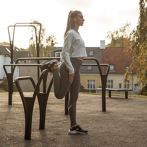 Udendørs trænings- og udstrækningsredskaber til fitness i park og byrum