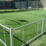 Multibane med kunstgræs og hegn