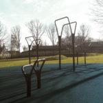 Noord udendørs træningsredskaber med blå gummibelægning